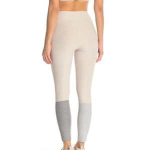 Outdoor Voices Pants - Outdoor Voices Fitted Colorblock Leggings XL